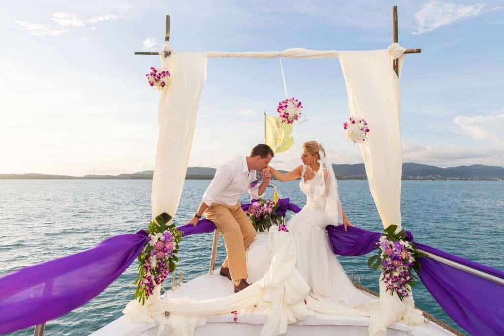 Amzing-yacht-wedding-1024x683 small
