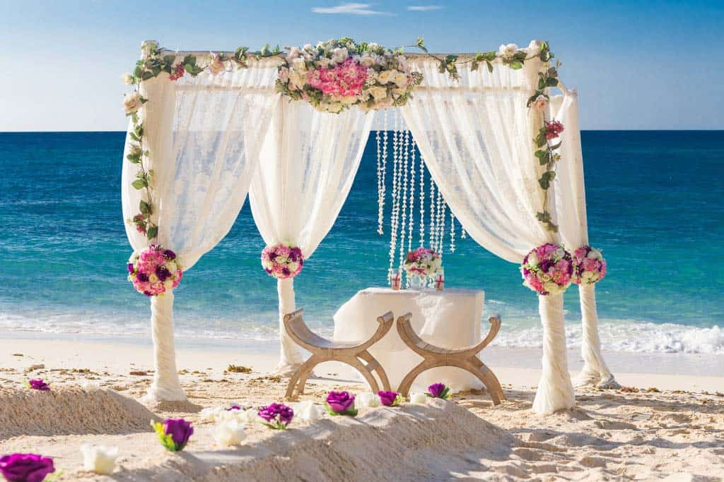 florwer-arch-beach-wedding-PHUKET